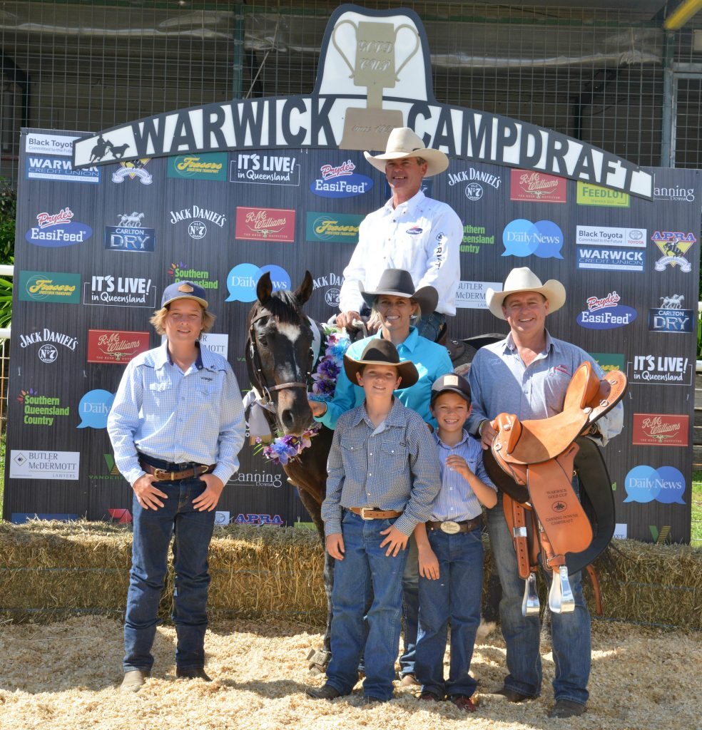 Marnies Destiny wins Canning Downs 2015 - Presentation